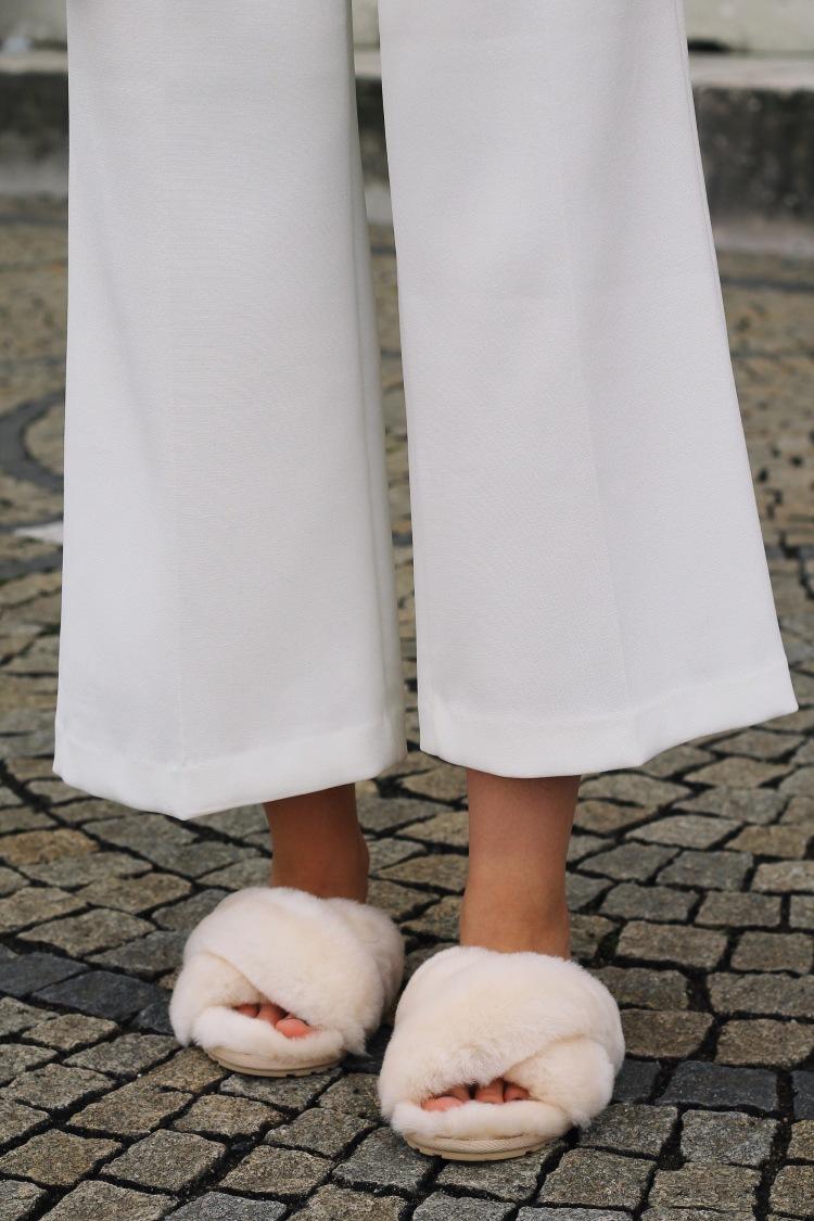 lauraherz_pyjamastyle_emu_fur_slipper_zara_culotte_getiton_shirt_edc_blouson