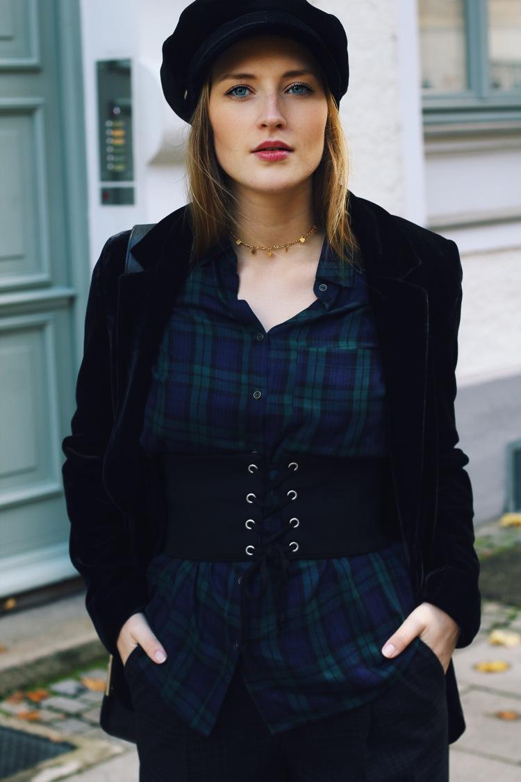 How_to_wear_a_corset_belt_pt1