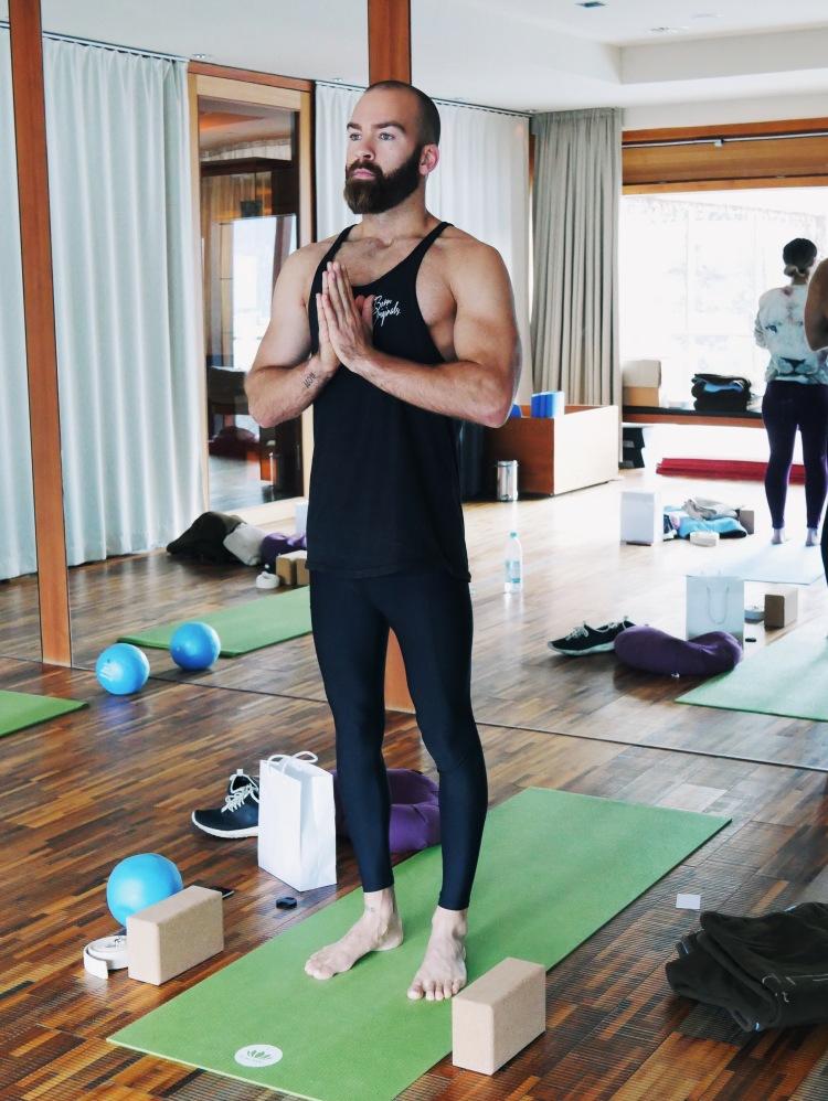 Yogastunde Nicholas Peters
