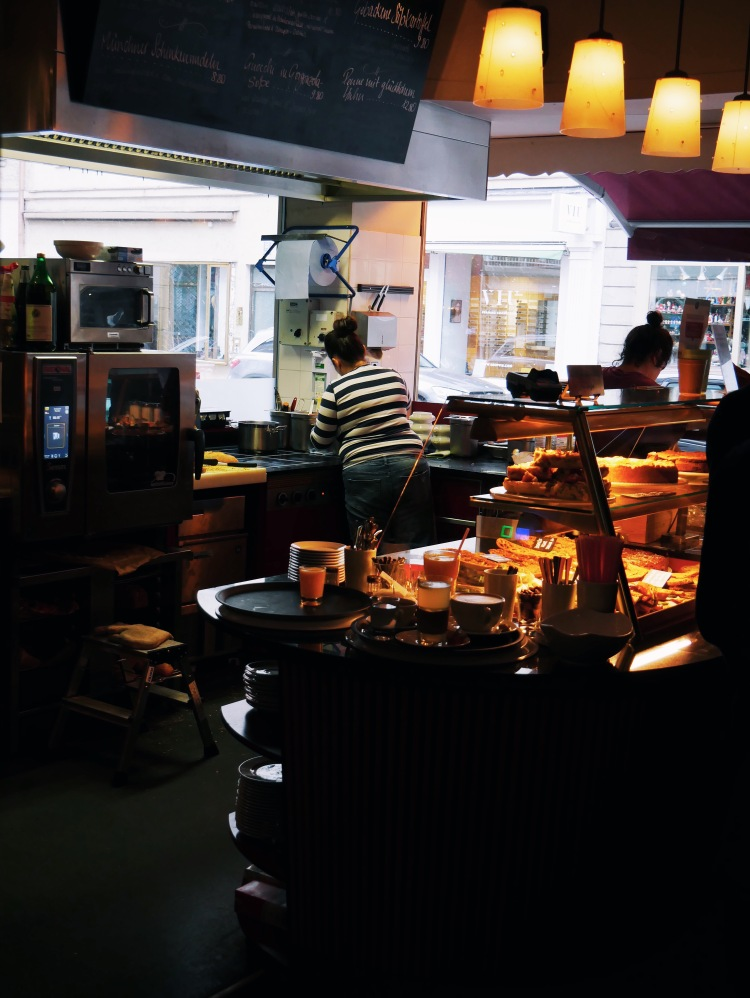 Café Trachtenvogl Theke