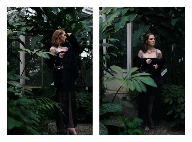 Silvester Outfit mit Fake Fur Mantel, Guess Kleid, Mini Tasche und Swarovski Ohrringen