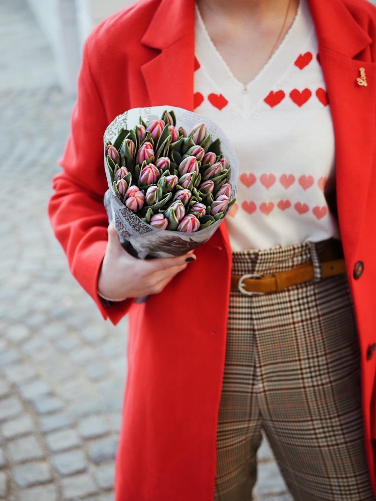 Erster Frühlingslook mit Tulpen
